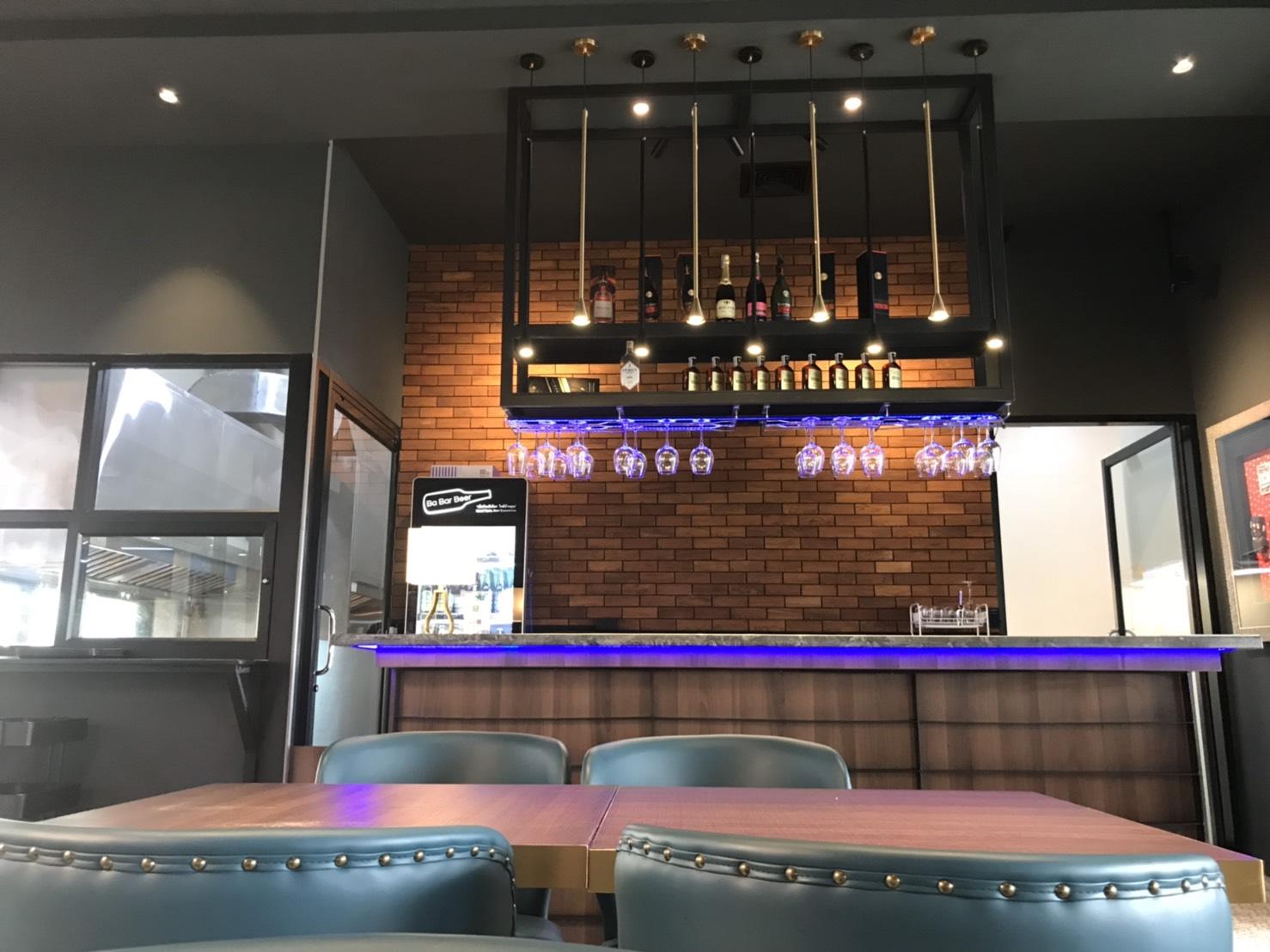 เปลี่ยนร้านกาแฟแบบเก่า ๆ ให้น่าดึงดูดด้วยไม้ เสริมเสน่ห์ให้ร้านกาแฟด้วยไม้